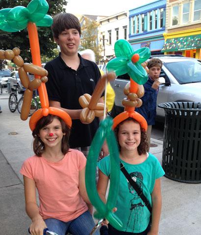 Magic Lady Jania Taylor Balloon Twisting Shows